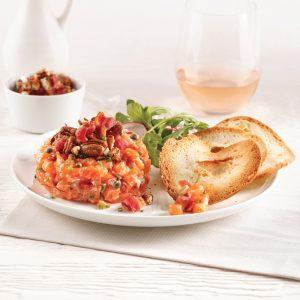 Tartare de saumon à l'érable et pacanes caramélisées
