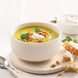 Soupe-repas au brocoli, chou-fleur et cheddar