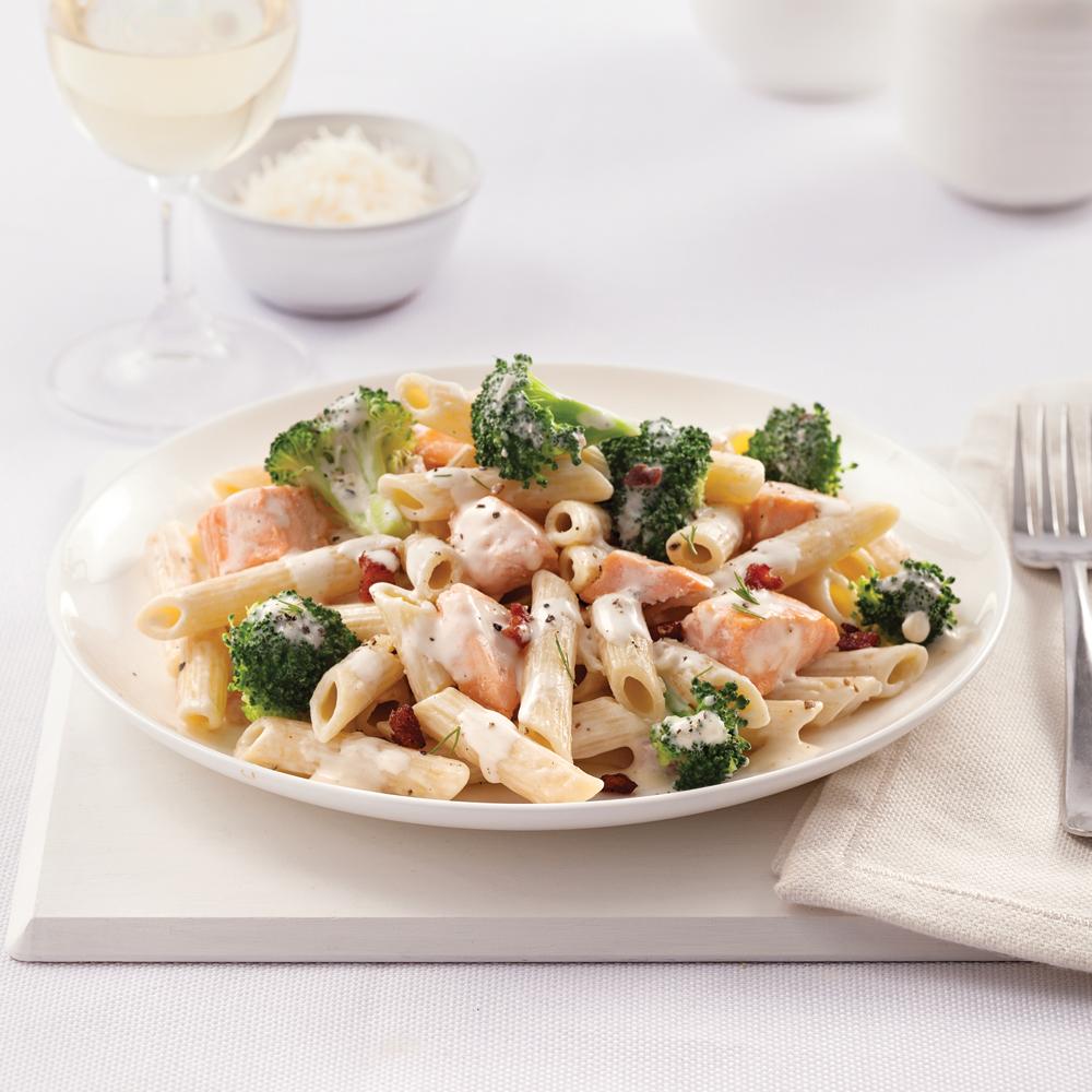 Pennes au saumon, brocoli et sauce carbonara