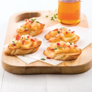 Crostinis aux pommes, bacon et cheddar