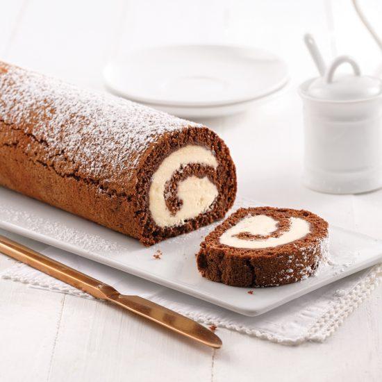 Gâteau roulé au chocolat et glaçage à la vanille