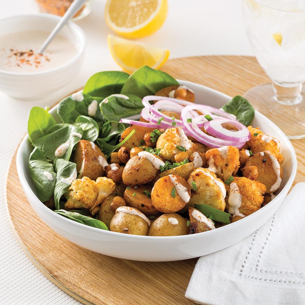 Buddha bowl aux pommes de terre, chou-fleur et pois chiches cajun