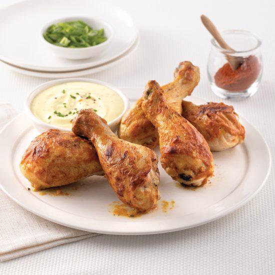 Pilons de poulet à l'indienne sur la plaque