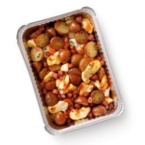 Pommes de terre, sauce barbecue, pancetta et fromage en grains