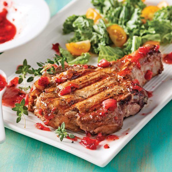 Côtelettes de porc et chutney aux fraises
