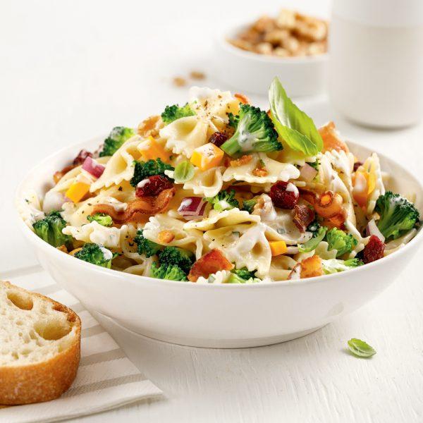 Salade de pâtes, brocoli et bacon