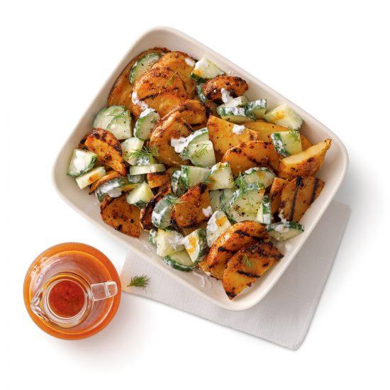 Salade de pommes de terre grillées et concombre