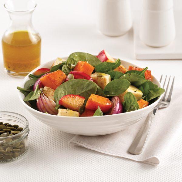 Salade de courge rôtie, pommes et graines de citrouille