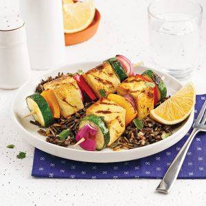 Brochettes de tofu et légumes colorés