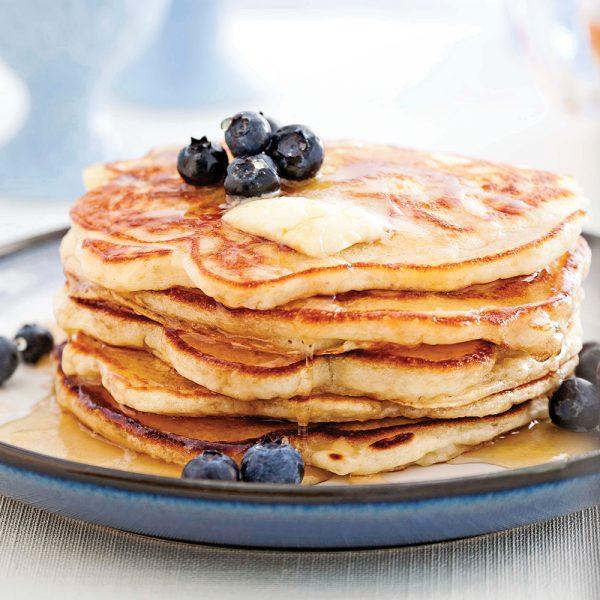 Pancakes aux bananes, garniture aux bleuets