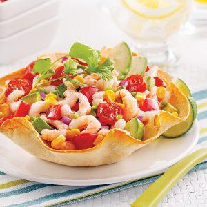 Salade de crevettes nordiques en coupelles de tortilla