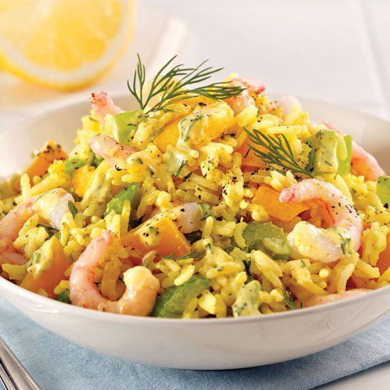 Salade de riz au cari et crevettes nordiques