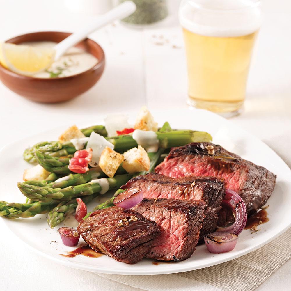 Bavette de bœuf aux oignons, sauce au vinaigre balsamique