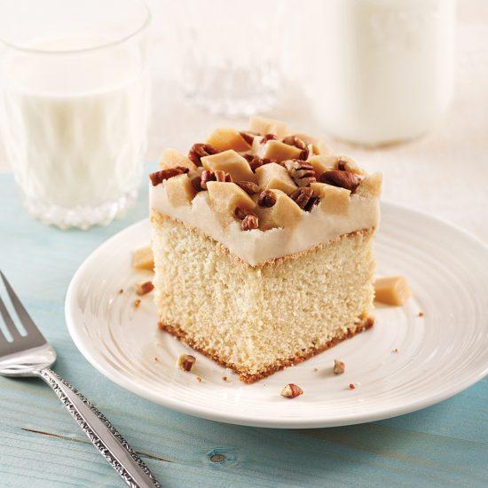 Gâteau blanc à la vanille, glaçage au sucre à la crème