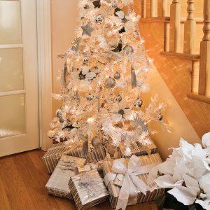 Sapin pour un bal de Noël en blanc