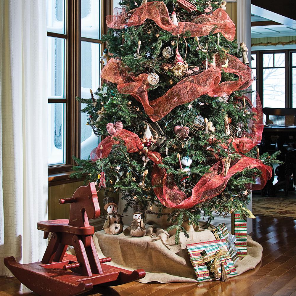 Sapin de Noël enrubanné