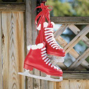 Décorer de vieux patins à glace pour Noël