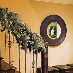 Rampe d'escalier décorée pour les Fêtes