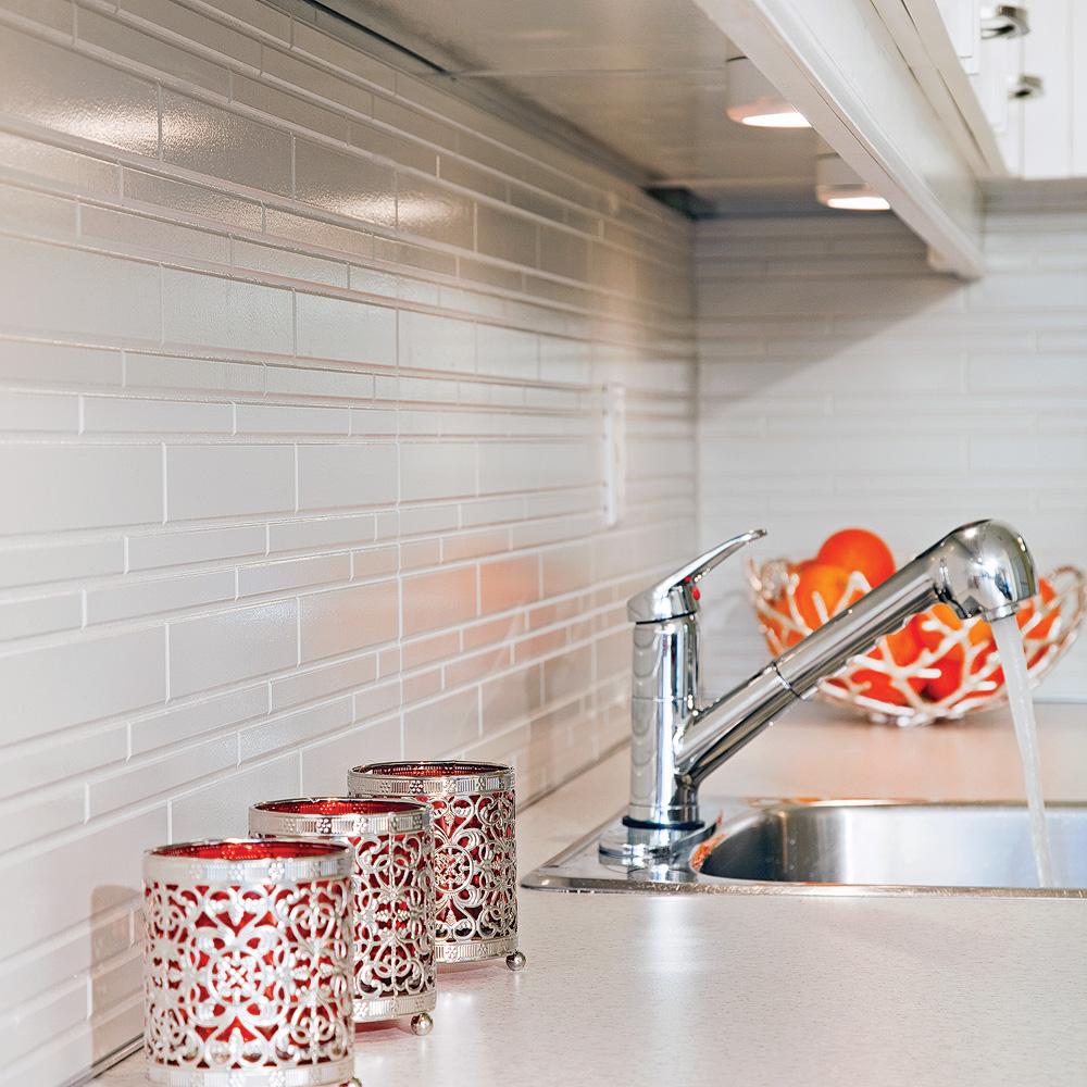 Comment Installer Un Comptoir De Cuisine comment poser un dosseret imitation de céramique dans la
