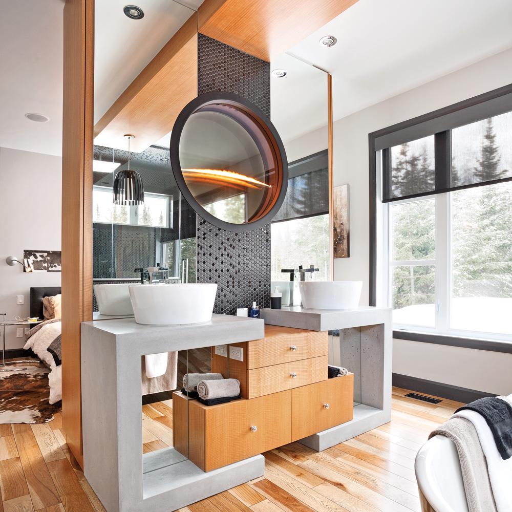 Salle de bain noir «glamour» et bois intemporel - Je Décore
