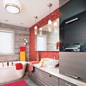 Salle de bain rouge contemporain