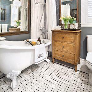 Une salle de bain au charme du passé