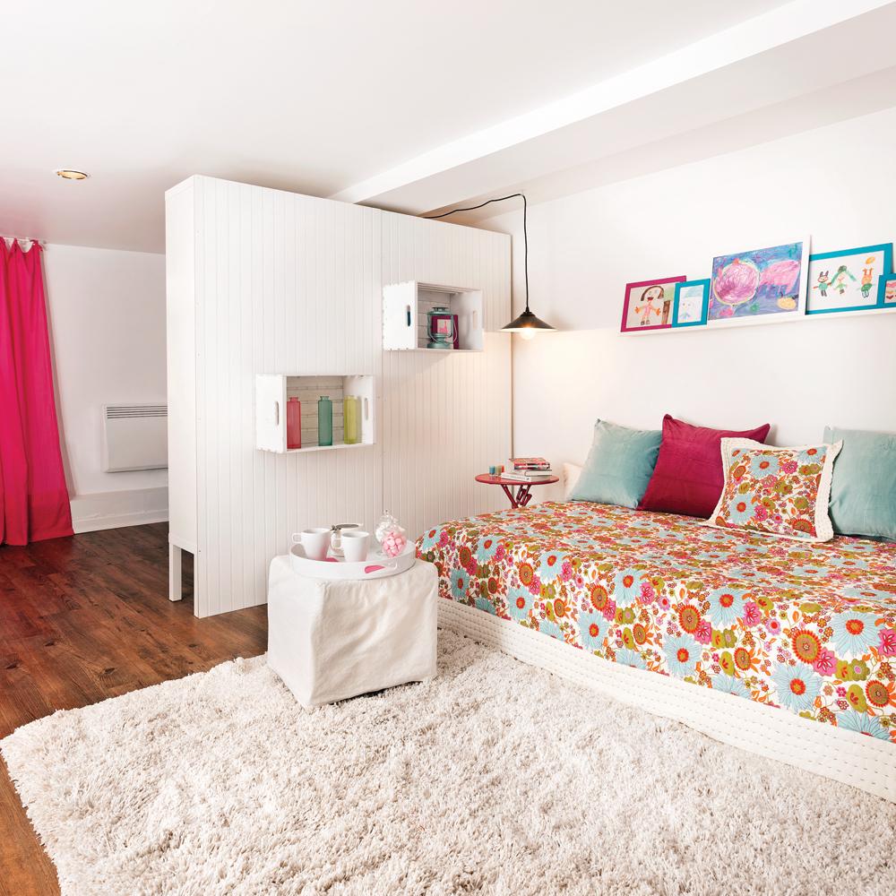 Une «biblio-cloison» faite maison pour la chambre
