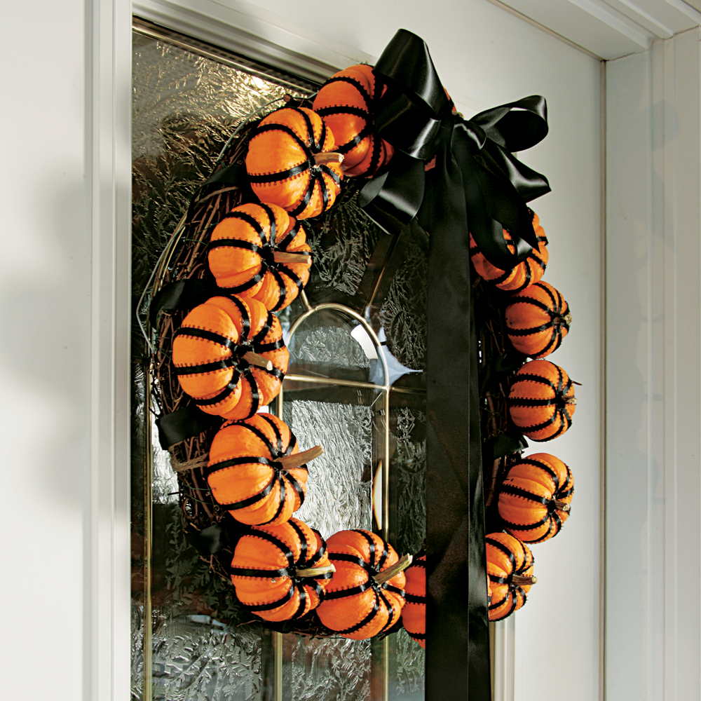 Une couronne de mini-citrouille parfaite pour décorer l'entrée de la maison