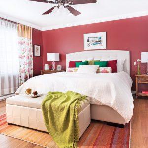 Rouge en rappel des rideaux pour la chambre