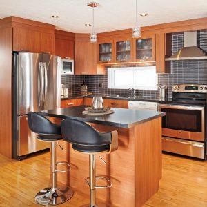 Une cuisine chaleureuse et moderne rénovée pour moins de 5000$