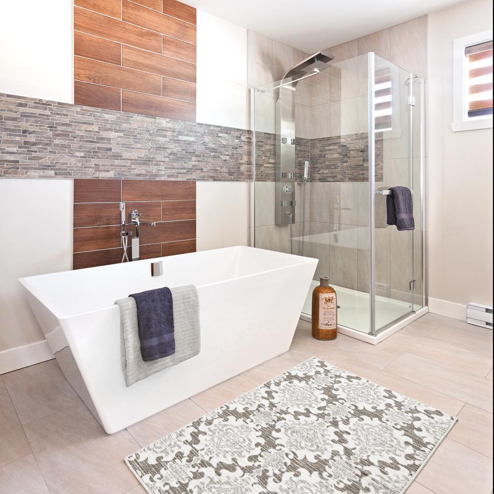 Une salle de bain de pierre et de bois - Je Décore