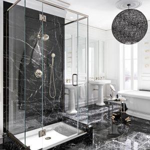 Le luxe du marbre noir dans la salle de bain