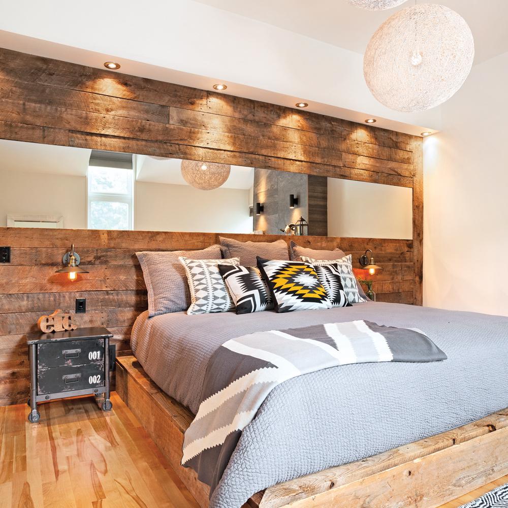 Réinventer la tête de lit avec du bois de grange
