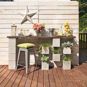 DIY: Un bar extérieur en blocs de béton