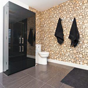 Oui au papier peint… même dans la salle de bain!