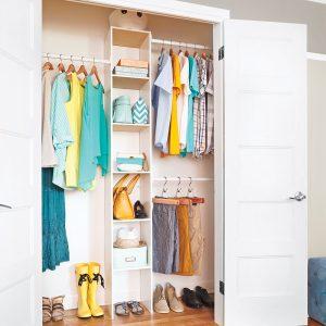 En étapes: poser un système de rangement pour la garde-robe