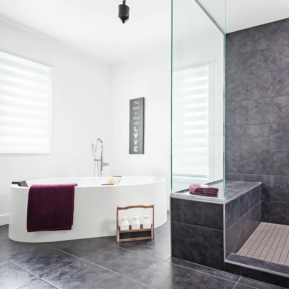 Photo De Salle De Bain Noir Et Blanc le duo noir et blanc s'invite dans nos salles de bain - je