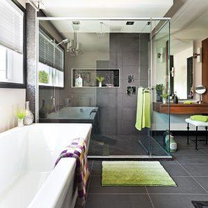 Une salle de bain à l'ambiance feutrée