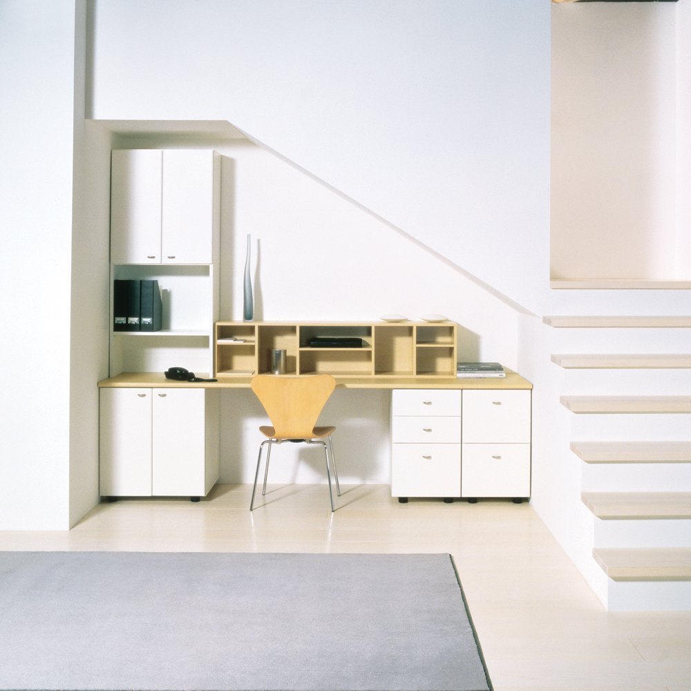 espace bureau sous l 39 escalier je d core. Black Bedroom Furniture Sets. Home Design Ideas