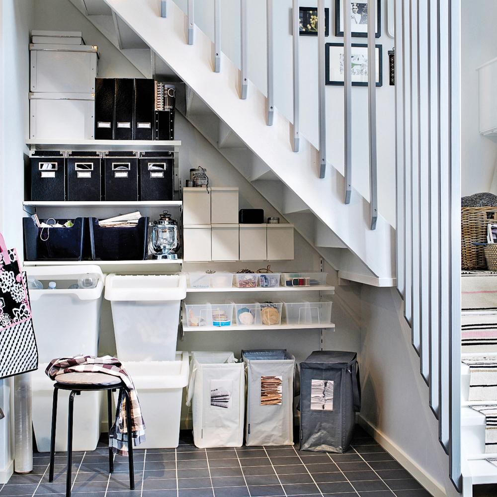 Multiplier les espaces de rangement sous l'escalier