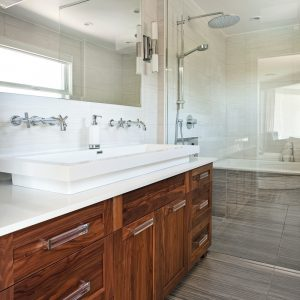 Douche discrète pour la salle de bain