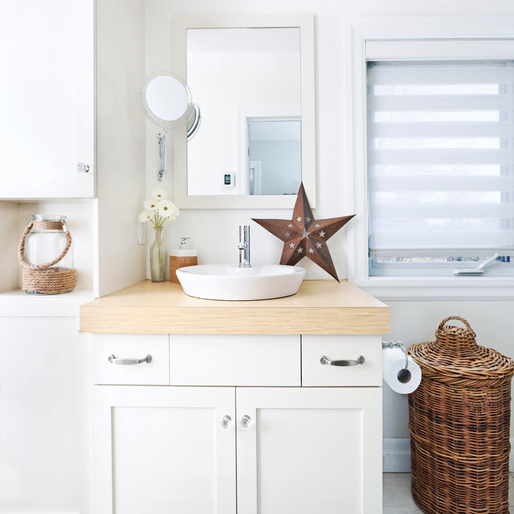 Petite salle de bain blanche - Je Décore