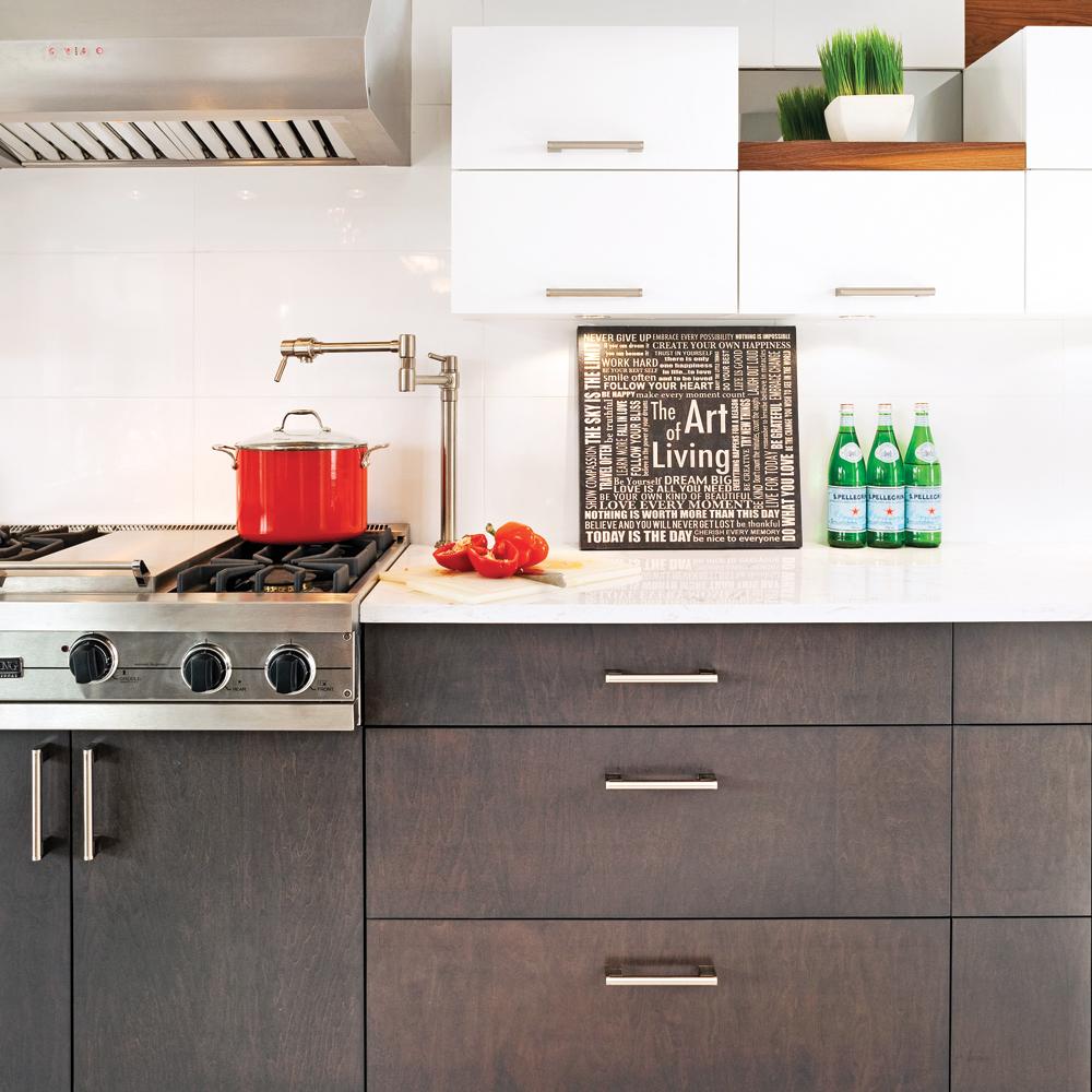 Recouvrir Porte De Cuisine les matériaux parfaits pour rénover ses armoires à moindres