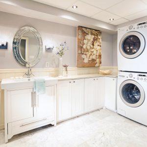Une salle de lavage spacieuse et lumineuse