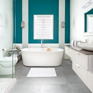La profondeur du sarcelle dans la salle de bain