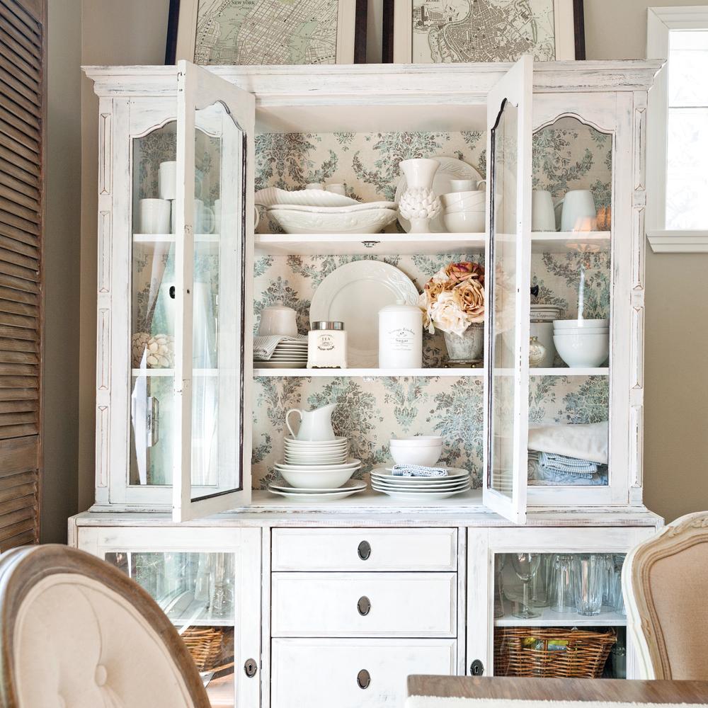 DIY – Donner un look champêtre à un vaisselier