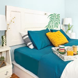 Une tête de lit tropico-rustique