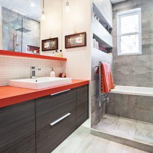 Du béton mur à mur pour la salle de bain