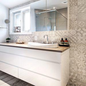 Les carreaux en vedette dans la salle de bain