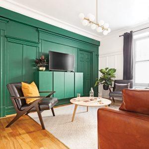 Un vert absolu comme accent au salon